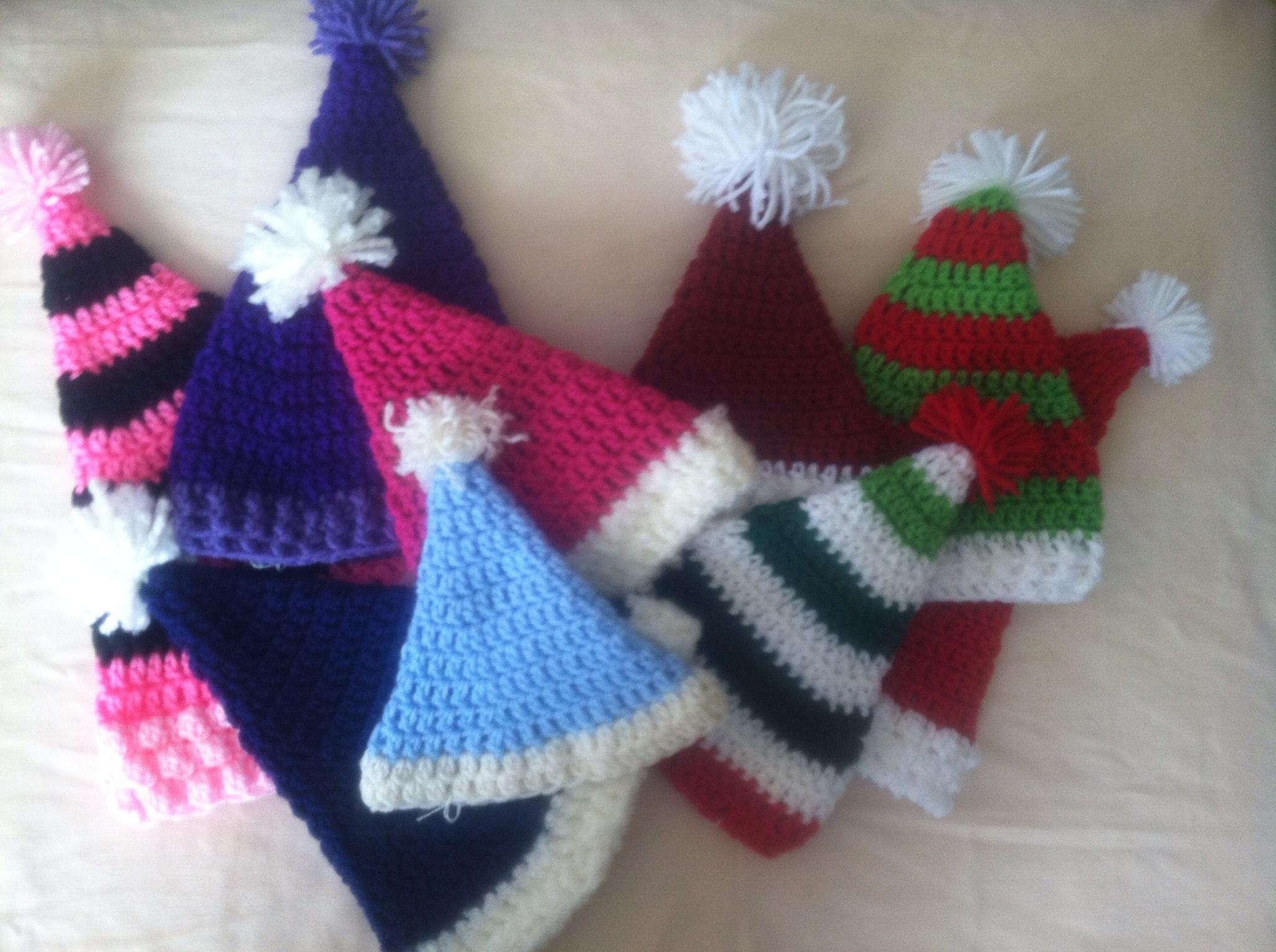 Free Crochet Pattern For Santa Hat : Santa hats crochet free pattern Family Bugs Blogging