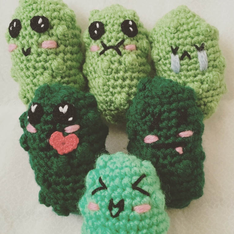 Crochet pickles emoji pattern